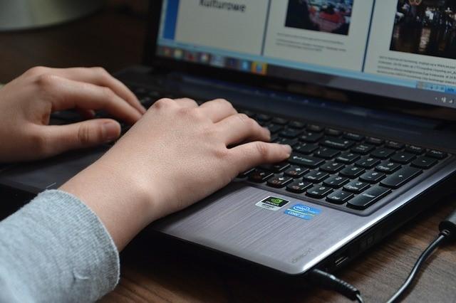 arbeiten-am-laptop